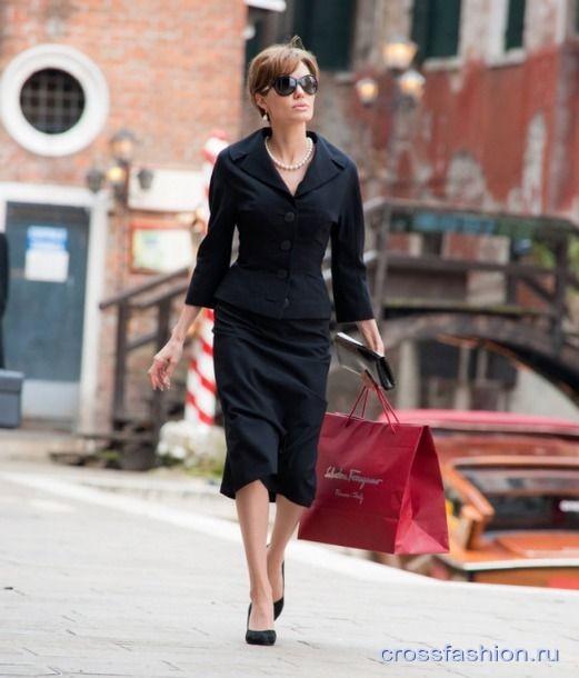 Анджелина джоли турист платья