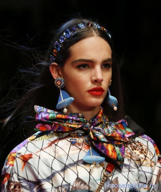 Шейные платки и шарфы весна-лето 2018: способы модно завязывать и носить