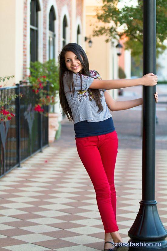 Парень в красных джинсах фото 459-128