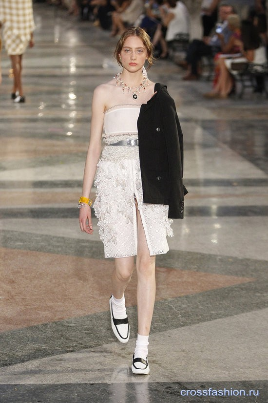 Chanel resort 2017 16