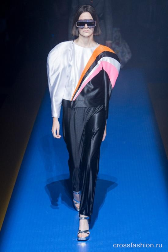 8a7cb34cff88 Crossfashion Group - Gucci коллекция женской одежды весна-лето 2018