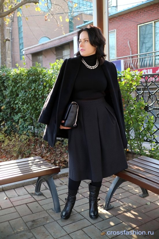 Total black look с юбкой миди