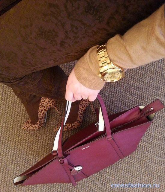 С чем носить фиолетовую (черничную) сумку фото