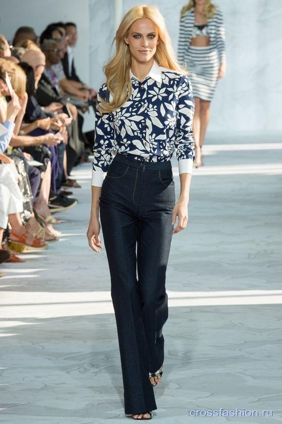 523017a3cb5 Crossfashion Group - С чем носить джинсы клеш  Модные сочетания ...